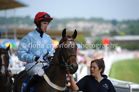 Novices' Hurdle Race with winner Lyssio
