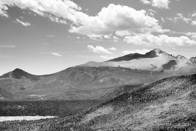 LONGS PEAK MANY PARKS CURVE VIEW ROCKY MOUNTAIN NATIONAL PARK COLORADO BLACK AND WHITE