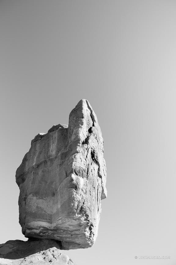 BALANCED ROCK GARDEN OF THE GODS COLORADO SPRINGS COLORADO BLACK AND WHITE VERTICAL