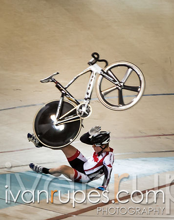 Eric Johnstone had a spectacular crash during the omnium elimination race at the 2013 UCI Junior Pan American Track Championships, Aguascalientes, Mexico, July 9, 2013