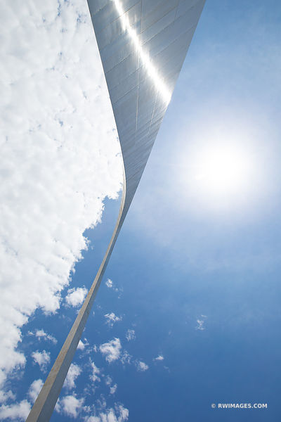 GATEWAY ARCH SAINT LOUIS MISSOURI COLOR VERTICAL