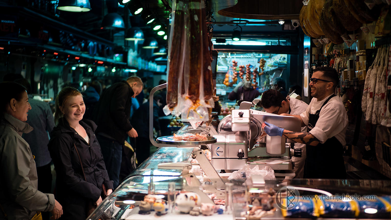 Spain_-_Barcelona_(La_Boqueria_-_Happy_Customers)