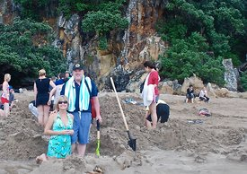 Digging a hot pool New Zealand