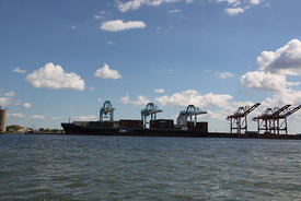 port_and_container_ship