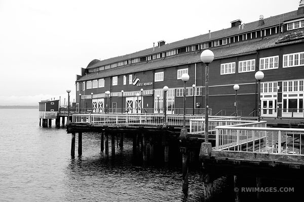 SEATTLE AQUARIUM SEATTLE WATERFRONT BLACK AND WHITE