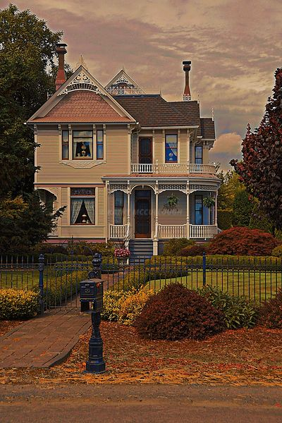 Old_Victorian_fall_sunset