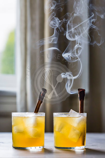 Golden whiskey cocktails