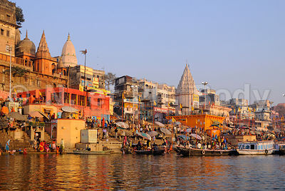 INDE, UTTAR PRADESH, VARANASI, LES GHATS//INDIA, UTTAR PRADESH, VARANASI, PALACES ON THE GHATS