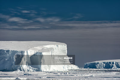Crossing of the ice pack, Antarctica