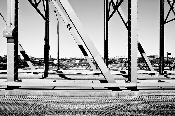 BRIDGE OVER WILLAMETTE RIVER PORTLAND OREGON BLACK AND WHITE