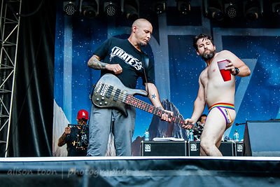 Sam Rivers and almost-naked man, Limp Bizkit Aftershock 2014