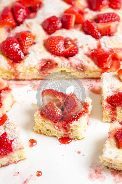 Strawberry cake pieces