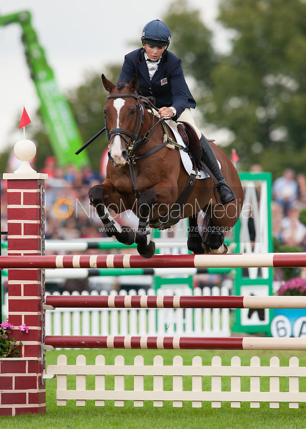 Image: Sarah Stretton and Skip On - show jumping phase ...