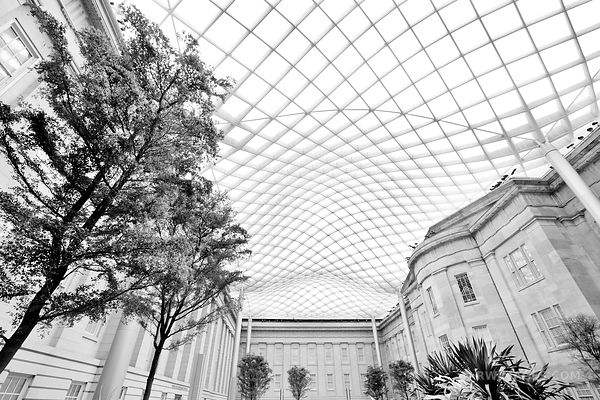 KOGOD COURTYARD NATIONAL PORTRAIT GALLERY WASHINGTON DC BLACK AND WHITE