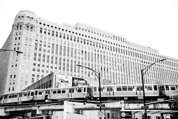 MERCHANDISE MART EL TRAIN WELLS STREET SNOWY WINTER DAY CHICAGO BLACK AND WHITE