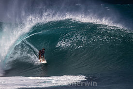 Marcus Hickman makes a  perfect barrel at Pipe