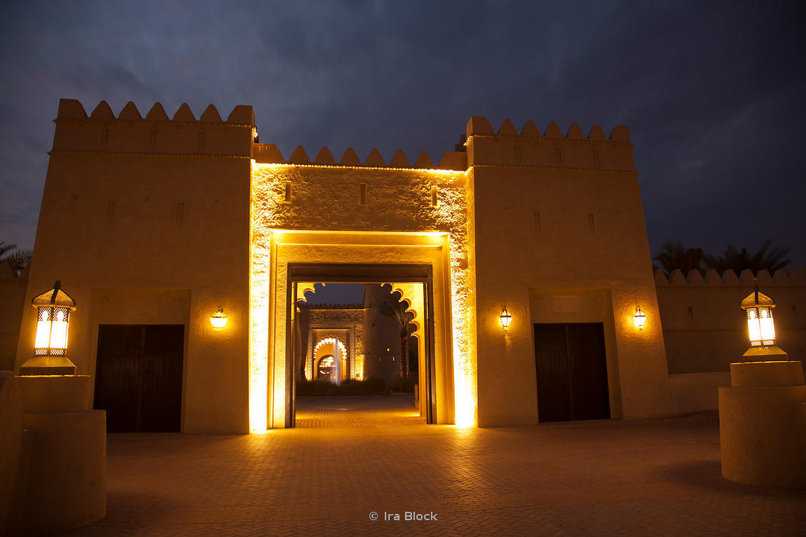The bridge entrance of Qasr Al Sarab Hotel at night.