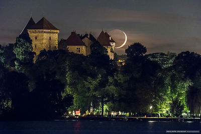 Crescent moon on the castle - Annecy