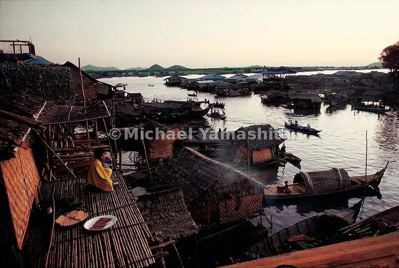Stilt houses stand on the edge of Tonle Sap in Kampong Chhang. Zheng He's chronicler Fei Hsin called Kampang Chhang the southern gate to the capital at Angkor.