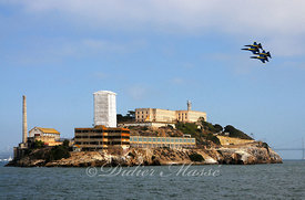 Patrouille des Blue Angles survolant la prison d'Alcatraz San Francisco Californie 10/12