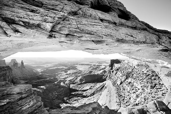 MESA ARCH CANYONLANDS NATIONAL PARK UTAH BLACK AND WHITE