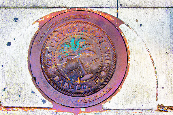 CITY OF MIAMI DADE COUNTY IRON SEWER HATCH COVER