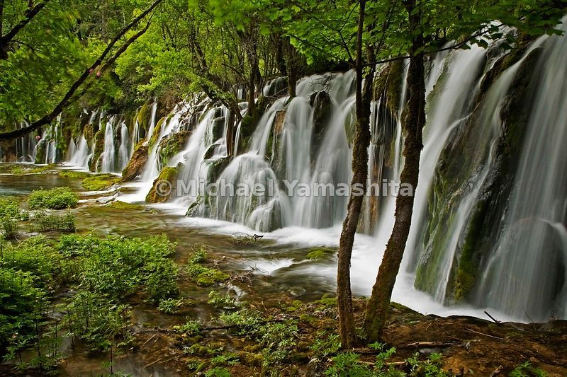 The air rings with water music as snowmelt and spring rains sluice down the Rize Valley, tumbling in broad cataracts from one brimful lake to another. Some 23 feet high, Arrow Bamboo Falls spans nearly 500 feet.