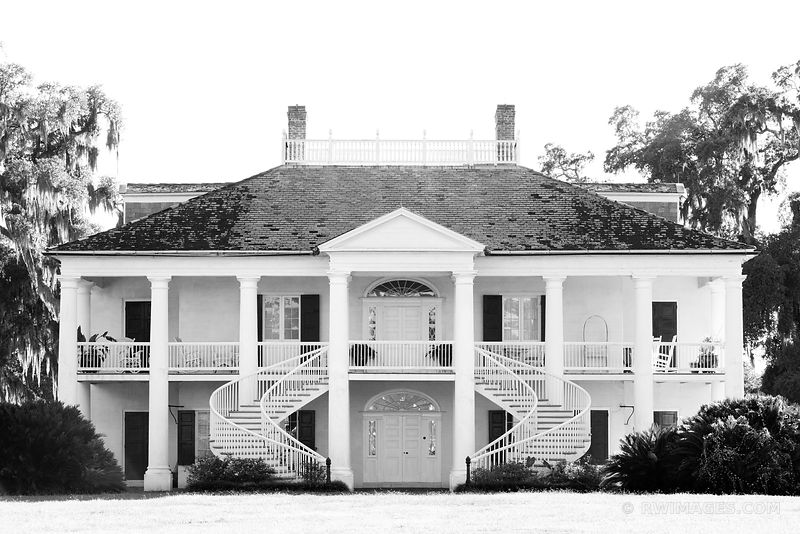 EVERGREEN PLANTATION HOUSE LOUISIANA BLACK AND WHITE