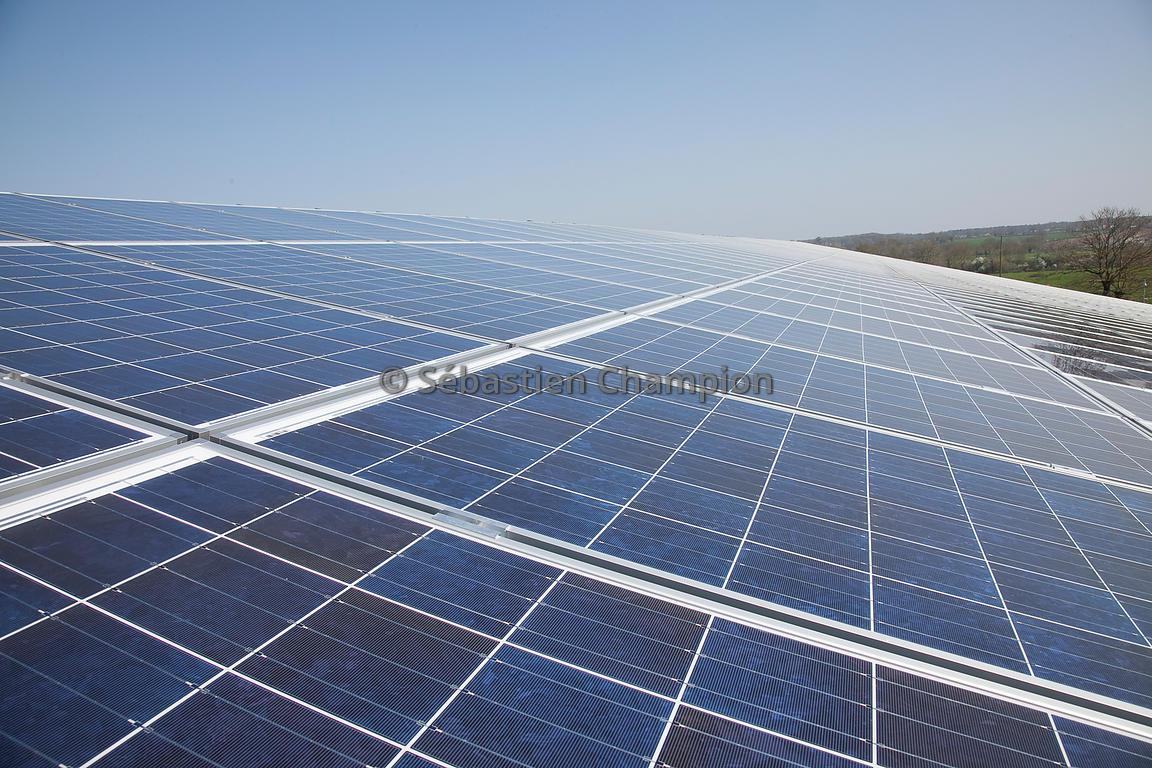 Photographie pose de panneau photovoltaique sur un hangar agricole agricole - Hangar photovoltaique agricole ...