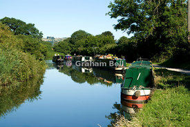 narrow boats on kennet and avon canal bathampton near bath somerset england