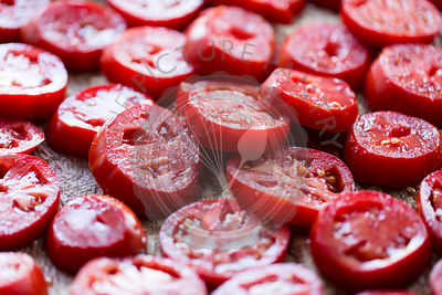 Sliced tomatoes in layers