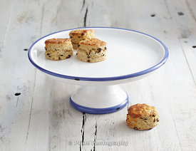 Cake_stand_propped
