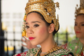 Women performing a traditional Thai dance at Erawan Shrine in Bangkok, Thailand.