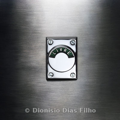 Signaling free entrance on stainless steel door