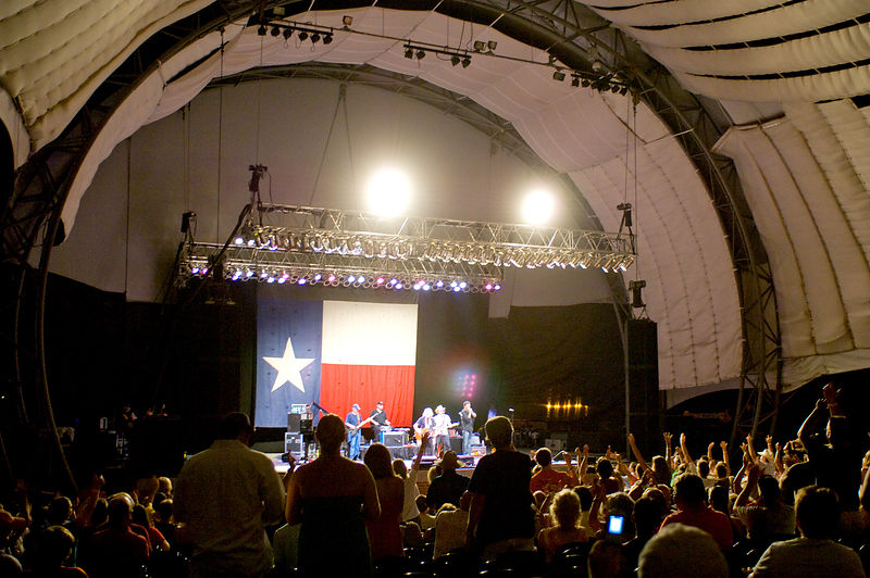 WN13003_Willie_Nelson_On_Stage_Preview