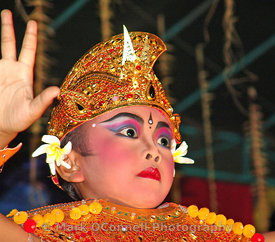 Bali child dancer