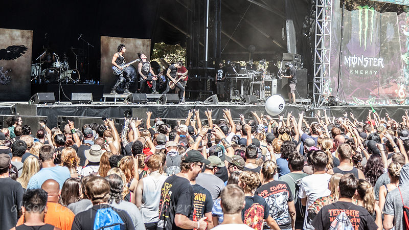 Fans watching Escape the Fate, Aftershock 2014