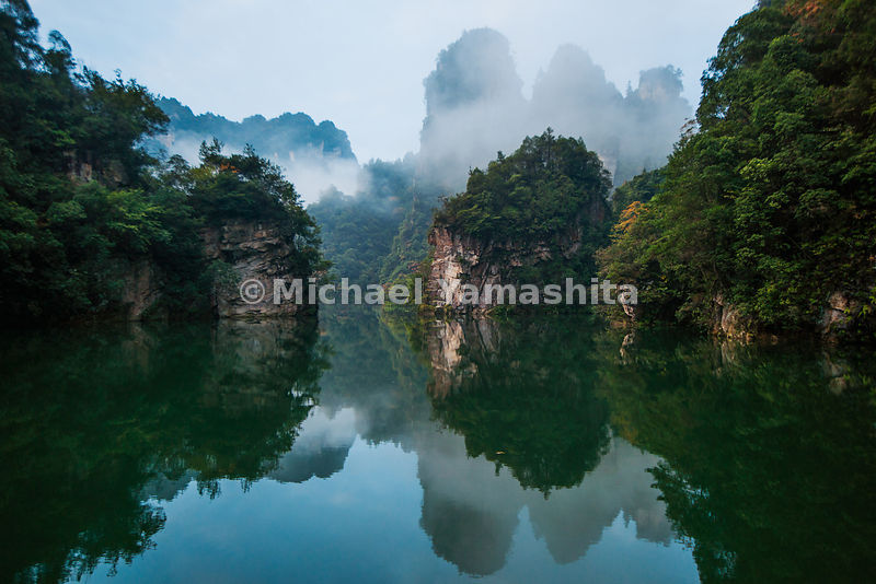 Wulingyuan National Forest Park, World Heritage site, where Avatar was filmed. Pics of Baofeng lake at sunrise