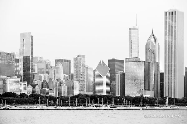 DOWNTOWN HICAGO SKYLINE BLACK AND WHITE