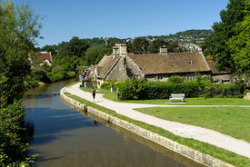 George Inn and Kennet and Avon Canal, Bathampton near Bath, Somerset.