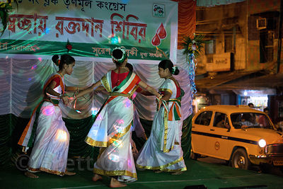 Girls dance in a performance to mark India Independence Day 2013, Kashi Dutta, Kolkata, India