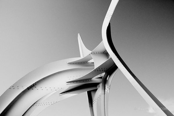 OLYPMIC SCULPTURE PARK SEATTLE BLACK AND WHITE