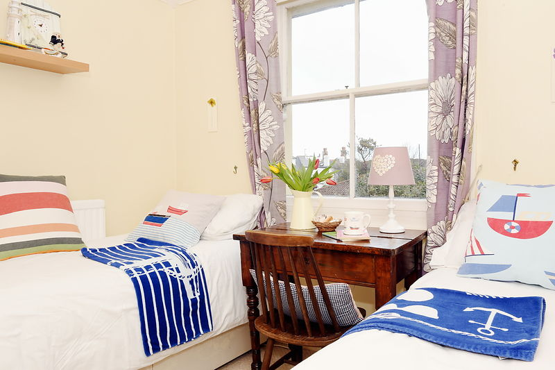 Property - Airbnb - ....Mew Cottage, Marine Parade. Bognor Regis, West Sussex. PO21 2LT.....Picture: Liz Pearce. 03/03/2016.........