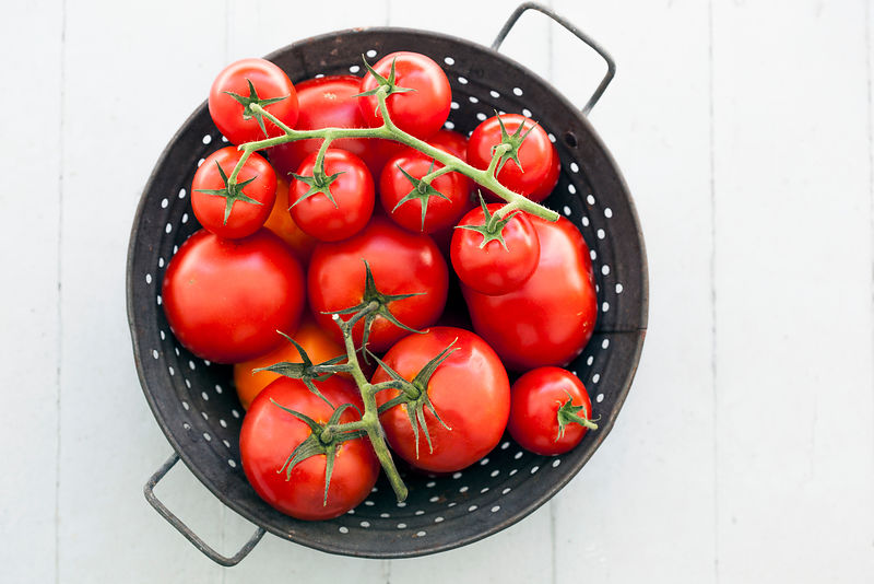 ACutting_Tomatoes_5698
