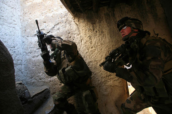 2009 Bedraou Valley, kapisa Province. Explosives search operation conducted by the 27 th BCA (mountain infantry battalion) in the village of Sherkhel.