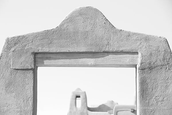 SANTA FE NEW MEXICO ADOBE ARCHITECTURE BLACK AND WHITE