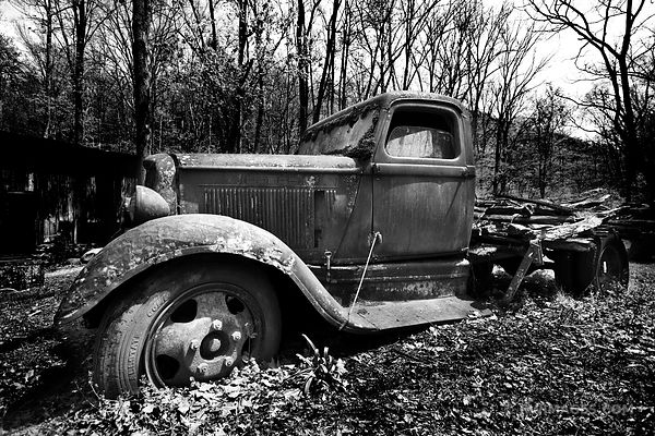 OLD CAR SMOKY MOUNTAINS BLACK AND WHITE