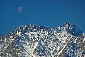 Daytime_Moon_Over_Remarkables