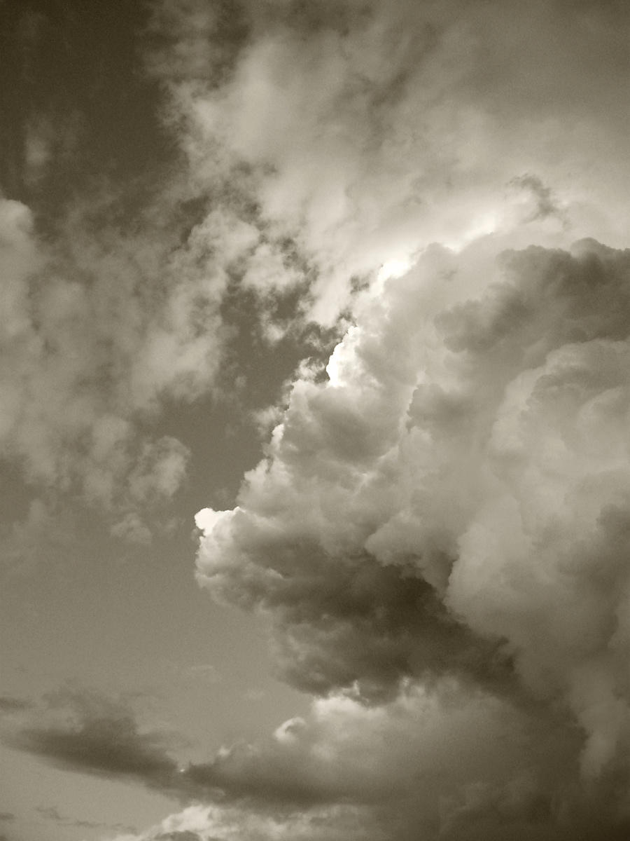 Acutting_cloud2376BW
