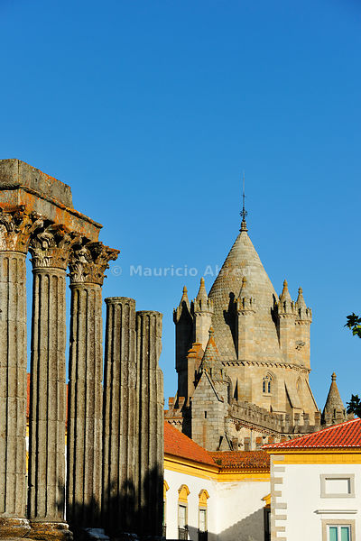 Tower of the Sé Catedral (Motherchurch) and the Roman Temple of Diana, a Unesco World Heritage Site. Évora, Portugal
